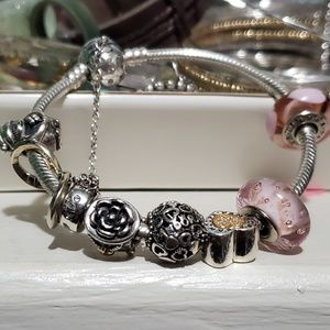 Beautiful pandora bracelet w/ charms